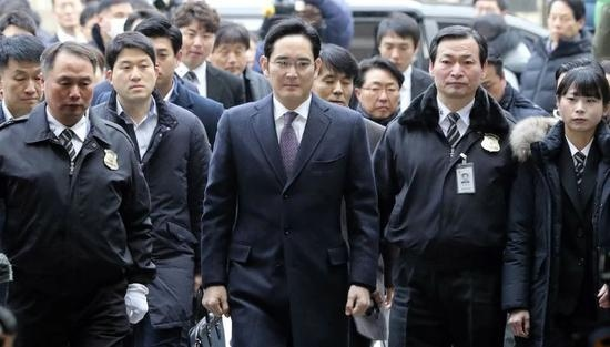 韩四大集团建议赦免三星李在镕总统文在寅尚未做出决定